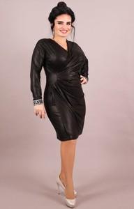 Czarna sukienka Oscar Fashion z długim rękawem midi z dekoltem w kształcie litery v