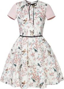Różowa sukienka Kasia Miciak design z krótkim rękawem z tkaniny
