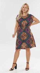 Sukienka born2be z krótkim rękawem z okrągłym dekoltem mini