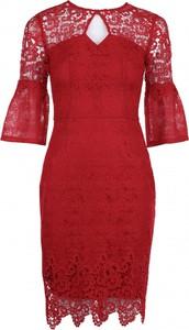 Sukienka VISSAVI ołówkowa z okrągłym dekoltem