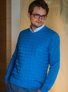 Niebieski sweter M. Lasota ze skóry ekologicznej