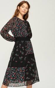 Czarna sukienka Sinsay midi z okrągłym dekoltem z długim rękawem