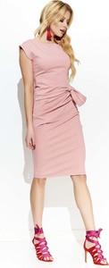 Różowa sukienka Makadamia midi