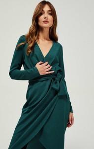 Zielona sukienka Moodo z dekoltem w kształcie litery v kopertowa z długim rękawem