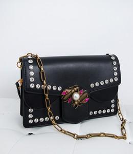 Czarna torebka madamrock.pl w stylu glamour
