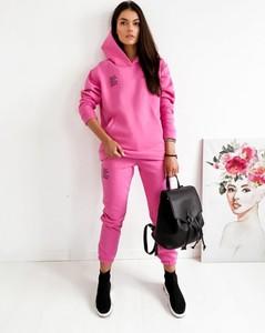 Różowy dres Infinityfashion.pl