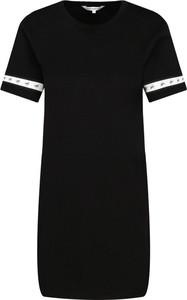 Czarna sukienka Calvin Klein z krótkim rękawem z okrągłym dekoltem