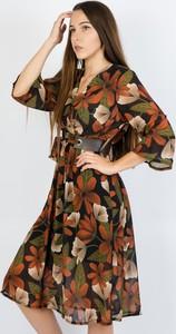 Sukienka Olika z dekoltem w kształcie litery v z długim rękawem kopertowa