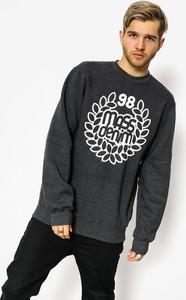 Granatowa bluza Massdnm w młodzieżowym stylu
