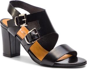 Sandały Quazi w stylu casual z klamrami na średnim obcasie