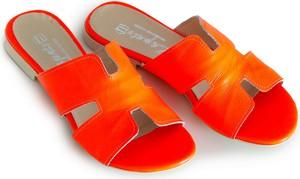 Czerwone klapki Zapato ze skóry z płaską podeszwą