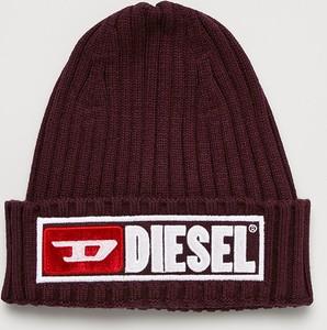 Czerwona czapka Diesel