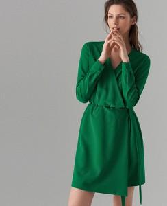 Zielona sukienka Mohito kopertowa mini z długim rękawem