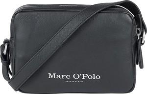 Czarna torebka Marc O'Polo matowa ze skóry na ramię