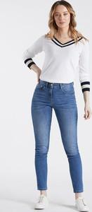 Niebieskie jeansy Monnari w street stylu