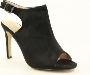 Czarne sandały Sabatina na wysokim obcasie
