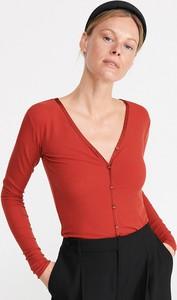 Czerwona bluzka Reserved z dekoltem w kształcie litery v