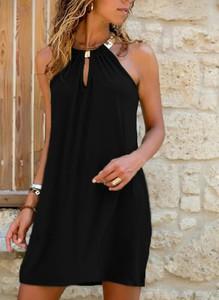Sukienka Sandbella z dekoltem typu choker mini bez rękawów
