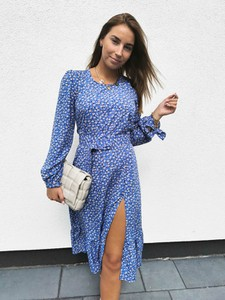 Sukienka Perfe.pl z długim rękawem midi w stylu casual
