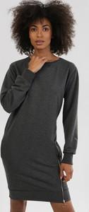 Czarna sukienka born2be mini z długim rękawem w stylu casual