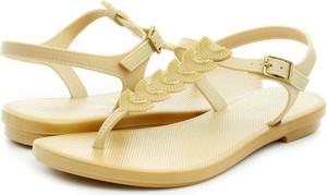 Żółte sandały Grendha w stylu casual z płaską podeszwą