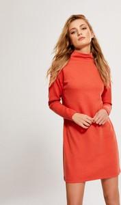 Czerwona sukienka Diverse z golfem z długim rękawem w stylu casual