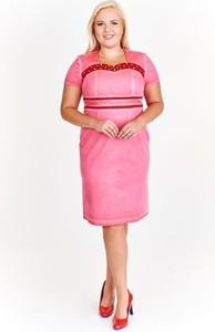 Różowa sukienka Fokus z tkaniny w młodzieżowym stylu z krótkim rękawem