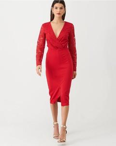 Czerwona sukienka V by Very ołówkowa midi z dekoltem w kształcie litery v