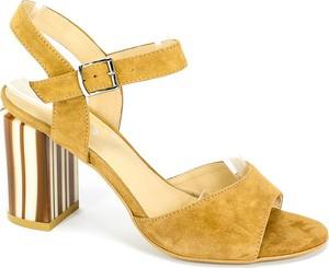 Żółte sandały Euro Moda na średnim obcasie ze skóry