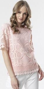 Różowa bluzka born2be z okrągłym dekoltem w stylu casual z krótkim rękawem