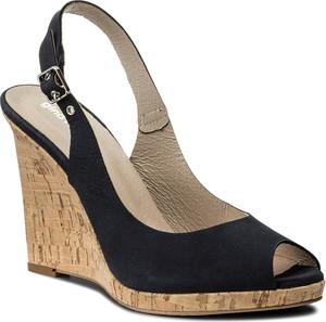 Czarne sandały Gino Rossi z klamrami w stylu casual