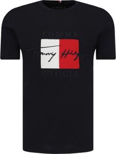 T-shirt Tommy Hilfiger z nadrukiem w młodzieżowym stylu