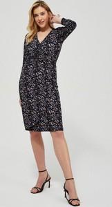 Sukienka Moodo.pl z długim rękawem mini prosta