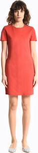 Czerwona sukienka Gate z krótkim rękawem mini dopasowana