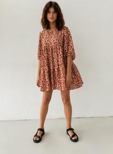Sukienka Marsala oversize w stylu casual z dekoltem w kształcie litery v