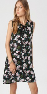Sukienka born2be z dekoltem w kształcie litery v w stylu casual bez rękawów