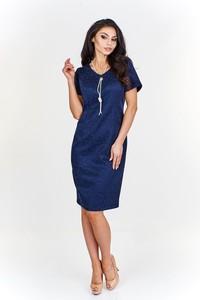 Niebieska sukienka Fokus ołówkowa z żakardu z okrągłym dekoltem