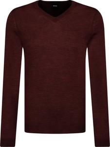 Czerwony sweter Boss z wełny