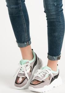Sneakersy Czasnabuty na platformie w sportowym stylu