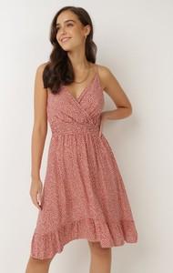 Pomarańczowa sukienka born2be z dekoltem w kształcie litery v na ramiączkach mini