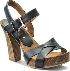 Czarne sandały nessi ze skóry na obcasie