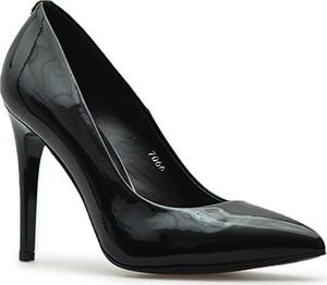 Czarne szpilki Sala ze skóry ze spiczastym noskiem w stylu glamour