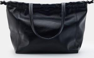 Czarna torebka Mohito ze skóry