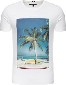 T-shirt Tommy Hilfiger w młodzieżowym stylu