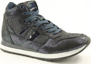 Czarne buty sportowe McArthur sznurowane z płaską podeszwą