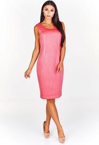 Różowa sukienka Fokus z żakardu