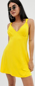 Żółta sukienka Asos z dekoltem w kształcie litery v