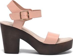 Różowe sandały Top Secret ze skóry z klamrami na obcasie