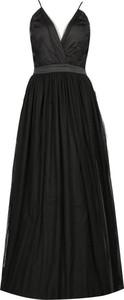 Czarna sukienka Silvian Heach z dekoltem w kształcie litery v