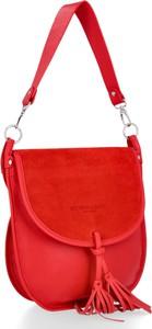 Czerwona torebka VITTORIA GOTTI z frędzlami na ramię w stylu glamour